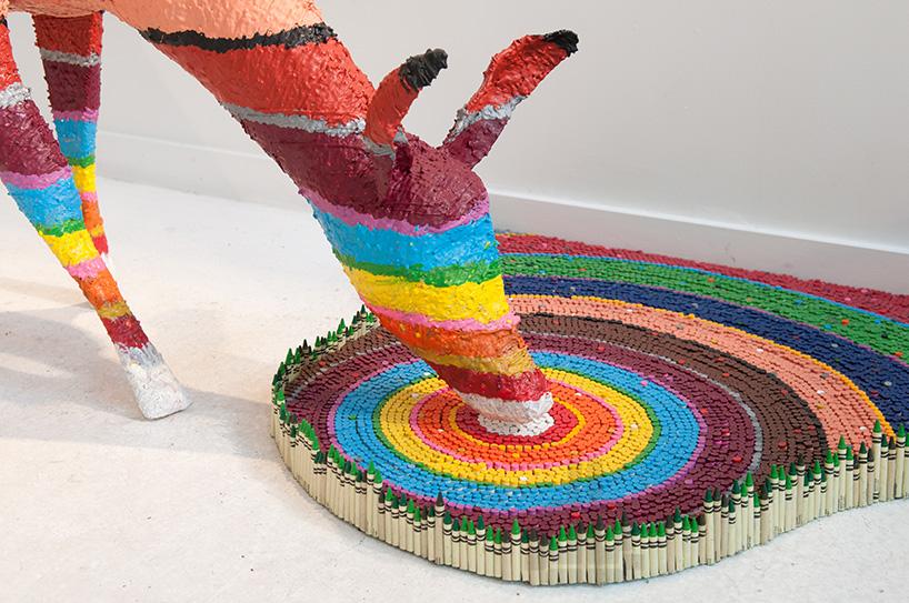 El Gancho. herb-williams-crayon-sculptures-designboom-02