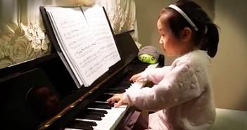 Prodigio al piano con 3 años
