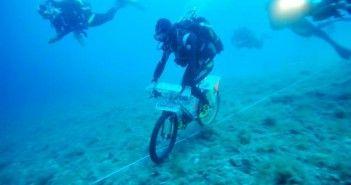 Vittorino Innocente record en bici bajo el mar