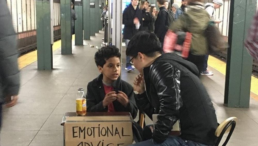 El niño que ofrece sus consejos por 2 euros