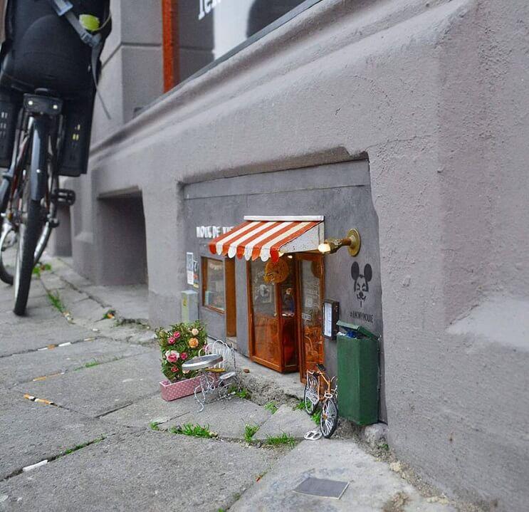 Una-tienda-de-diminutas-dimensiones-en-plena-calle-de-Suecia-004