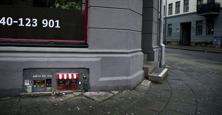 Una-tienda-de-diminutas-dimensiones-en-plena-calle-de-Suecia-02