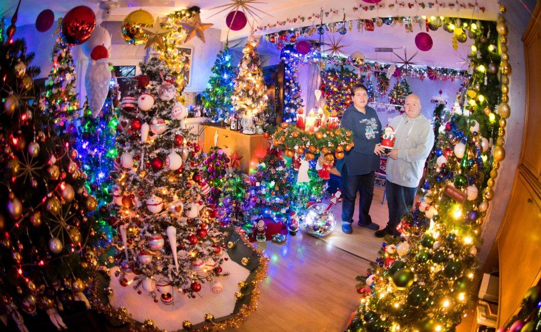 110 árboles de Navidad en su casa! - El Gancho