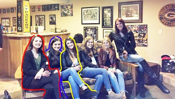 Seis chicas, ¿cinco pares de piernas?1