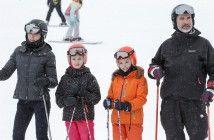La familia real  en la nieve