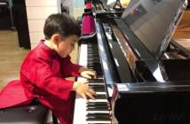 El-pequeno-Evan-Le-compone-sus-propias-piezas-al-piano-1024x576