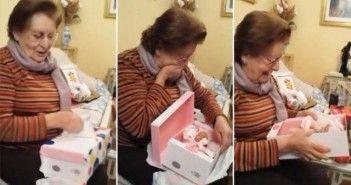 la-emocion-de-la-abuela-cuando-le-regalan-una-muneca
