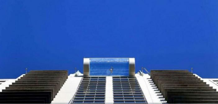 La piscina que está suspendida en el aire