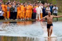 el-monje-que-anda-sobre-el-agua