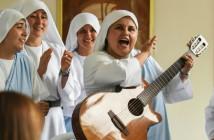 la-monja-rapera-le-canta-al-papa