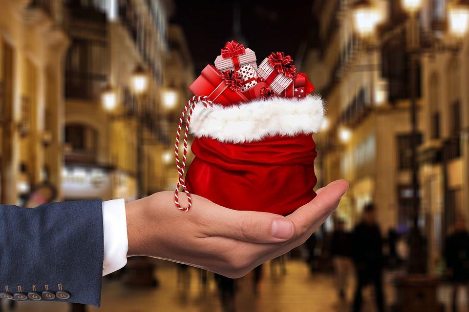 Celebra-el-amigo-invisible-por-navidad (1)