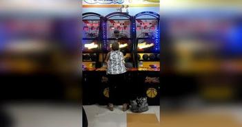 Menuda-habilidad-al-baloncesto