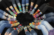 calcetines-desparejados-por-el-dia-mundial-del-sindrome-de-down