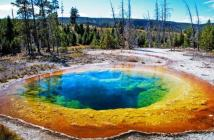 el-espectacular-colorido-del-lago-yellowstone