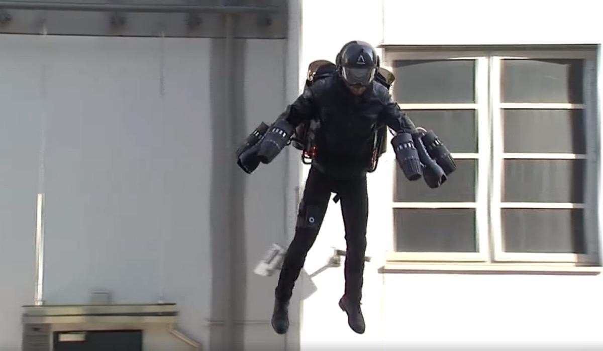 Ya-a-la-venta-el-primer-traje-volador